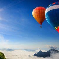 Découvrir les plus beaux châteaux de France à bord d'une montgolfière