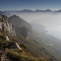 Les crêtes dominant la rive droite du lac d'Annecy